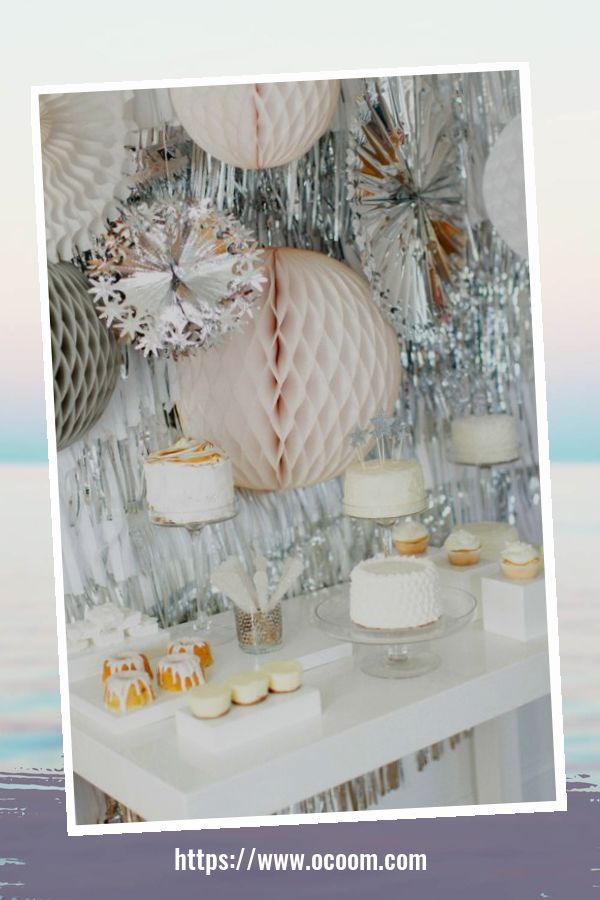 20+ Sparkling New Year's Eve Party Table Decoration Ideas 13