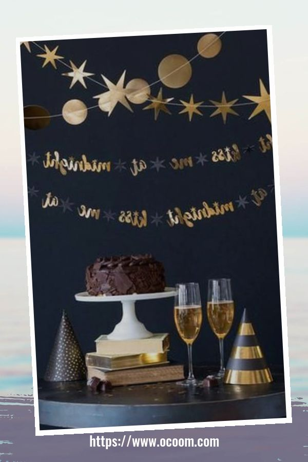 20+ Sparkling New Year's Eve Party Table Decoration Ideas 17