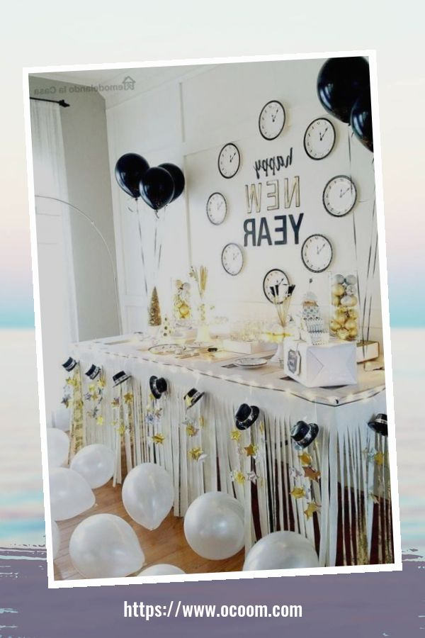 20+ Sparkling New Year's Eve Party Table Decoration Ideas 22
