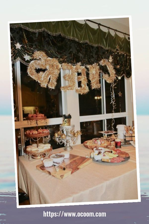 20+ Sparkling New Year's Eve Party Table Decoration Ideas 28