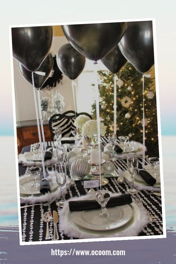 20+ Sparkling New Year's Eve Party Table Decoration Ideas 34