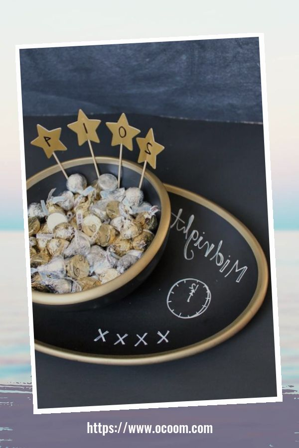 20+ Sparkling New Year's Eve Party Table Decoration Ideas 9