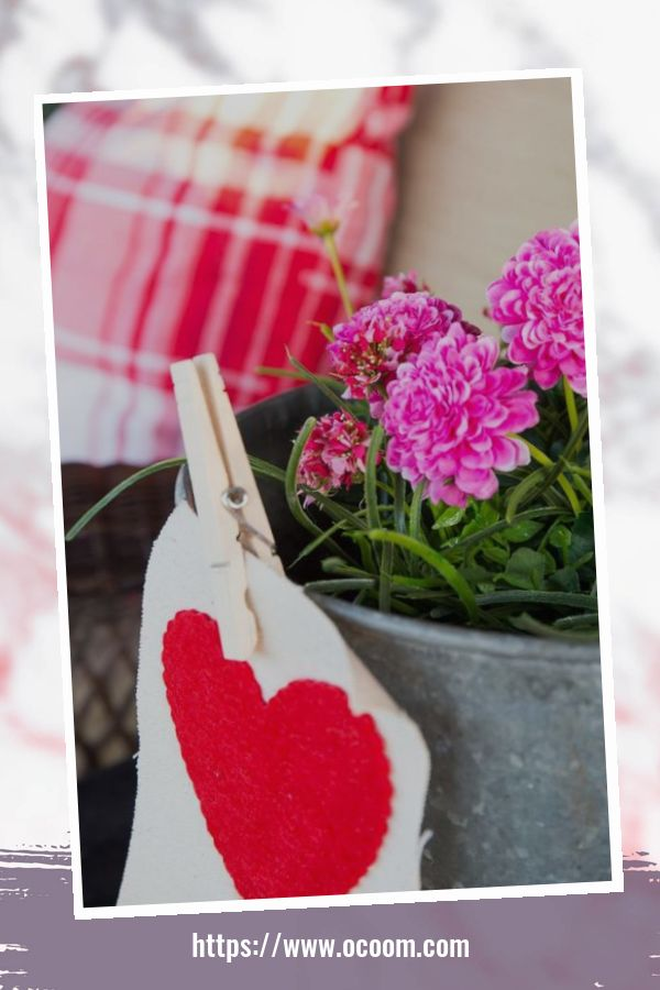 43 Best Ideas To Decorate Your Porch For Valentines Day 20
